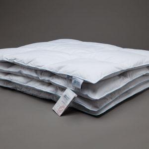 alt = Одеяло пуховое всесезонное