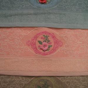 alt = Полотенце роза со стразой